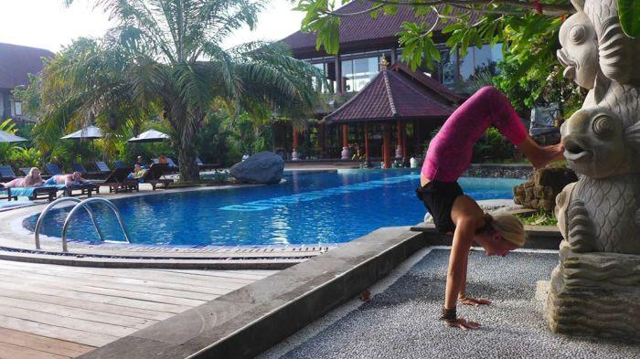 scorpian handstand bhuwana